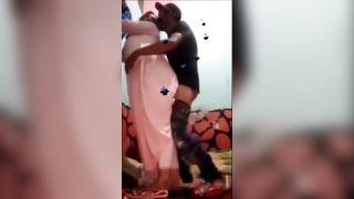 सेक्सी पाकिस्तानी चाची हो रही है बिग गधा युवा लड़के द्वारा टक्कर लगी है