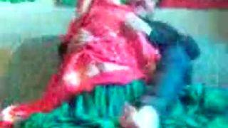 हॉट मुस्लिम चाची उसके कार चालक द्वारा गड़बड़ कर दिया