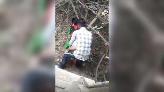 सींग का बना हुआ हिंदी चाची निर्माण स्थल में सेक्स पकड़ा