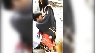 असम बुत घर के बाहर छिपे हुए कैमरे पर