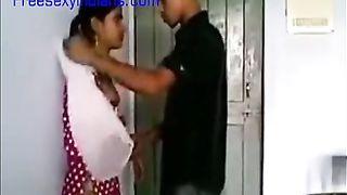 भारतीय कॉलेज लड़की के साथ प्रेमी
