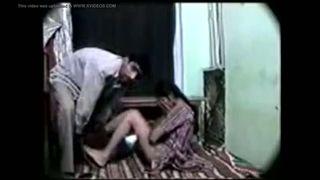 Pakishtani मुस्लिम लड़की कट्टर घर का सेक्स चाचा के साथ
