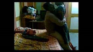 सेक्सी कन्नड़ स्त्राी के चक्कर में भारतीय छिपे हुए कैमरे