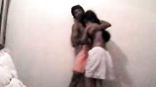 छिपे हुए कैमरे शर्मीला किशोर प्रेमिका के साथ सेक्स वीडियो लीक
