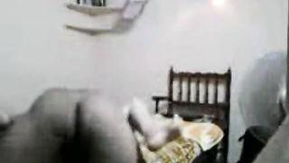 गर्म एमएमएस के साथ सेक्सी तमिल Maami और चाचा के बेडरूम में