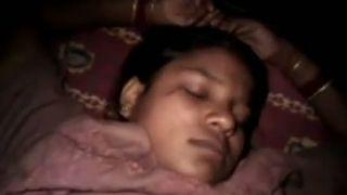भारतीय पत्नी हो रही के बाद उसके जागने