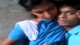 भारतीय किशोर xxx एमएमएस जयपुर के कॉलेज लड़की प्रेमी के साथ वर्दी में