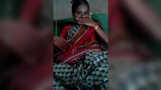 भारतीय गांव चाची प्रेमी के साथ घर का सेक्स एमएमएस