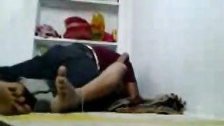 परिवार के साथ रहने के दौरान गाय अपनी पत्नी बहन बगिया लक्ष्मी को चोदती है