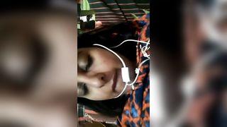 युवा लड़के के साथ परिपक्व भारतीय भाभी का फोन सेक्स वीडियो