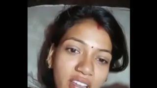 हॉट हिंदी भाभी की चुदाई दिखाते हुए वीडियो