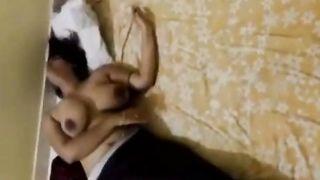 पड़ोसियों के बेडरूम में गर्म भाभी का गुप्त सेक्स वीडियो